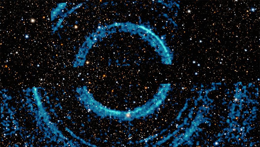 Opisywane pierścienie rentgenowskie dookoła czarnej dziury, znajdującej się wukładzie podwójnym V404 Cygni.